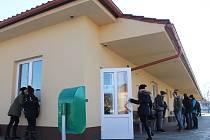 Kompletně opravené nádraží bude od letošního roku těšit obyvatele Bučovic. S pracemi už jeho provozovatel začal. Na řadě jsou i lavičky, které jsou v žalostném stavu.