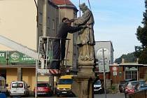 V Bučovicích opravují sochu svatého Jana Sarkandera.