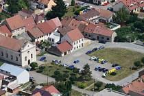 Současná podobna Koláčkova náměstí je častým terčem kritiky místních obyvatel.