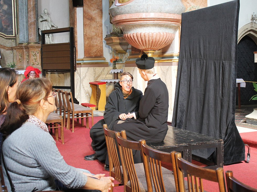 O víkendu se lidem ve Vyškově zpřístupnily památky. Někde prohlídky zpestřili divadelníci ze základní umělecké školy, jinde na návštěvníky čekali šermíři či sokolník.