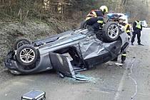 Na sobotní dopoledne zřejmě dlouho nezapomene teprve náctiletá řidička, která skončila s osobním autem na střeše na silnici mezi Račicemi-Pístovicemi a Drnovicemi.