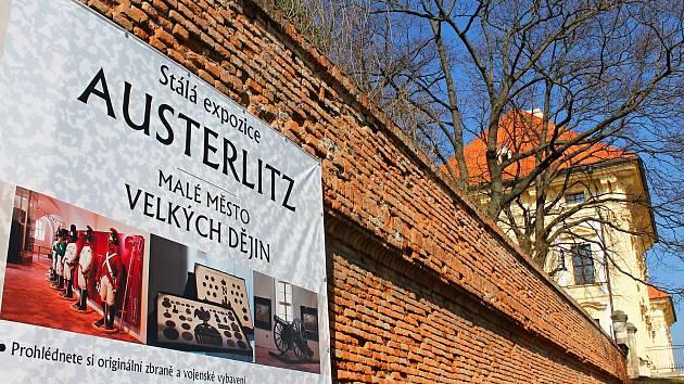 Zámky na Vyškovsku zahájily svou sezonu. Oba zvou návštěvníky hlavně na několik výstav. Například ve Slavkově si děti zakouzlí se slavným čarodějem Harry Potterem.