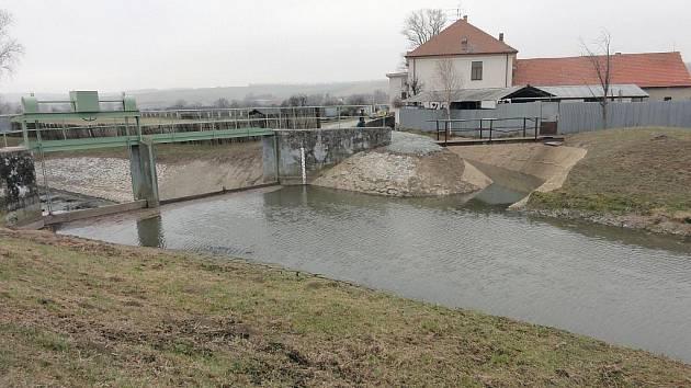 Mlýnský náhon na řece Litavě u Zbýšova.