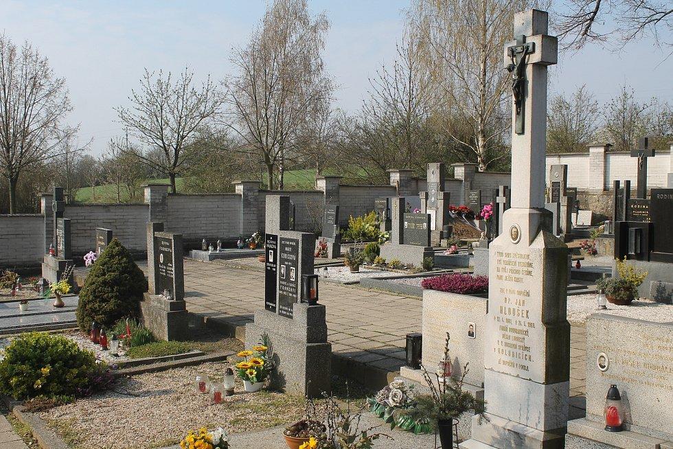 Holubický hřbitov.