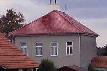 Budova bývalé školy v Nových Sadech slouží hasičům. V horním patře by mohlo vzniknout muzeum. I díky nově opravené střeše.