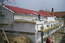 Víceúčelová budova a sportoviště v Medlovicích.