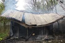 Pět jednotek hasičů z Vyškovska muselo včera v Bučovicích zasahovat při požáru malé chaty.