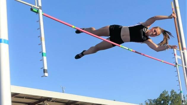 Osmý ročník závodů ve skoku o tyči AHA tyčka měl vysokou sportovní úroveň.
