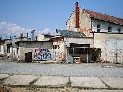 Nevzhledný areál bývalé traktorové stanice ve Vyškově by se měl v budoucnu změnit v klidovou zónu.