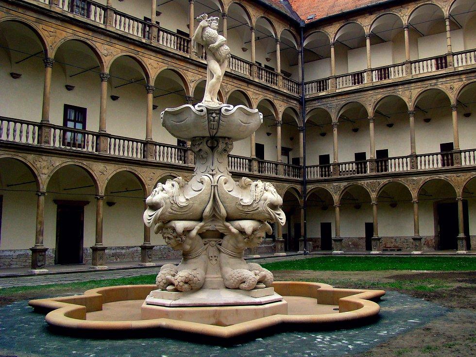 Bakchova fontána na nádvoří bučovického zámku.