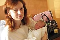 Hana Skřipcová, první miminko roku 2012 na Vyškovsku a její maminka Hana Roubalíková.