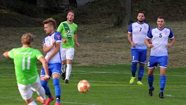 Ve skupině A fotbalové I. B třídy podlehl Sokol Bohdalice (bílomodré dresy) posíleným Vilémovicím 1:4.