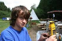 Patnáctiletého skauta Jaroslava Hádru z Ivanovic na Hané při evakuaci dětského tábora u Studnic nejvíc překvapilo chování malých táborníků.