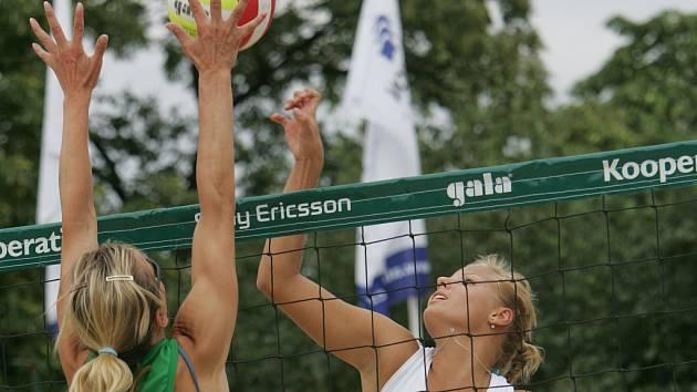 Sportovní víkend ve Slavkově patřil plážovému volejbalu.