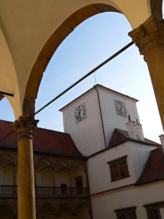 Renesanční zámek láká návštěvníky.
