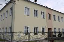 Podle vedení azylového domu pro ženy v nouzi ve vyškovských Opatovicích městu chybí mezistupeň mezi azylovým a nájemním bydlením. Radnice s tím nesouhlasí a sociální byty zatím nehodlá stavět.