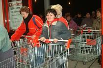 Zákazníci konkurenci vítají. Supermarkety jsou je noznačně levnější.