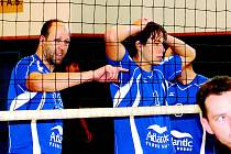 Volejbalisté Bučovic Ivo Dubš (vlevo) a Petr Hanzlík.