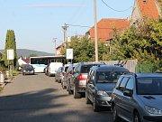 Dopravní situace v Purkyňově ulici ve Vyškově byla dnes ještě komplikovanější než obvykle.