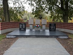 V Dobročkovicích spojily dva památníky hrdinů do jednoho.