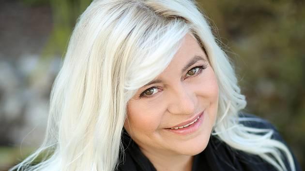 Spisovatelka Zora Castillo