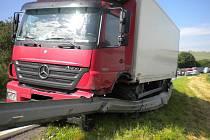 U Malínek se střetlo nákladní auto s osobním. Řidič osobního auta na místě zemřel.
