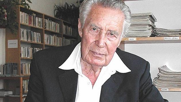 Po slavném bučovickém herci Miroslavu Doležalovi dostal festival jméno.