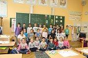 Žáci 1.B Základní školy Komenského ve Slavkově u Brna s paní učitelkou Lenkou Katrincovou.