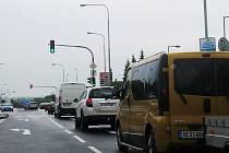Uzavřená Havlíčkova ulice ve Vyškově působí dopravní problémy.