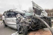 Smrtelná nehoda, která se stala ve středu okolo deváté hodiny ráno na D1 na úrovni Hoštic-Heroltic směrem na Brno, v místě po dobu pěti hodin blokovala provoz. Srazilo se tam osobní auto s kamionem.