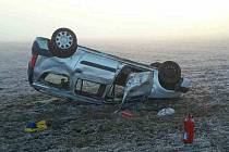 Havárie osobního auta zaměstnala v sobotu před osmou hodinou ráno dvě jednotky hasičů. Profesionálové z Vyškova a Bučovic pomohli v Kučerově s ošetřením tří zraněných lidí.