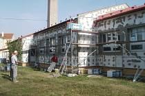 Vedení školky v místní části Opatovice zateplilo budovu mateřinky. V současné době pracuje ještě na jejím rozšíření o jednu třídu.