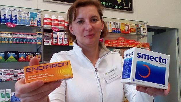 Léky proti střevním a žaludečním potížím jdou v posledních týdnech na Vyškovsku víc na odbyt, potvrzují lékárníci. Třeba právě v Chytré lékárně ve Vyškově.