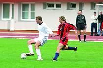 Vyškovský útočník Martin Lička (u míče) zastavil svůj střelecký půst a proti Konici se dvakrát prosadil. Zajistil tak svému týmu remízu.