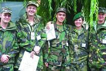 ÚSPĚŠNÁ MISE. Příslušníci Britského vojenského poradního a výcvikového sboru BMATT na včerejším cvičení v Zelené Hoře.