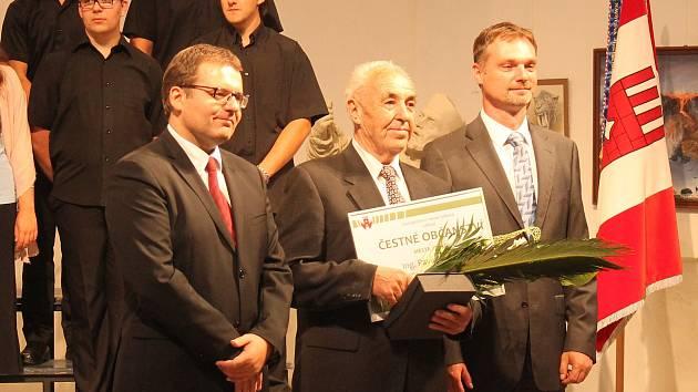 Starosta společně s místostarostou udělovali ceny.