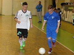 V předposledním kole II. ligy futsalistů porazil  Atraps-Hombres Brno (v bílých dresech)  Amor Lazor Vyškov 5:4.