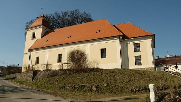 Kostel Nanebevzetí Panny Marie v Rychtářově.
