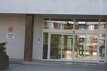 Do této školy chodila třináctiletá dívka, kterou zneužil  otec spolužačky.