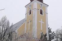 Kostel svatého Petra a Pavla v Kučerově.