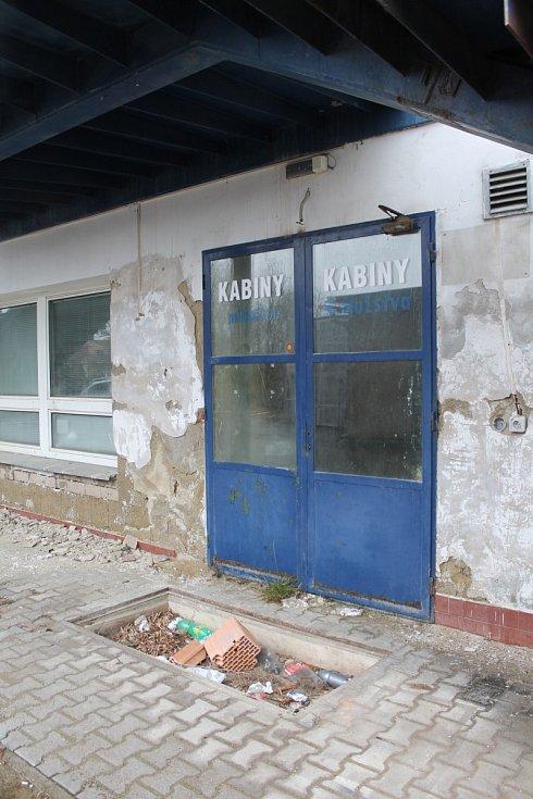 Časy své největší slávy má dávno za sebou. Nyní fotbalový stadion z Drnovic putuje do dražby. Obavy mají fotbalisté i vedení vesnice.