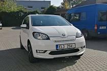 Slavkovští úředníci jezdí v novém elektromobilu.