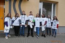 Studenti Integrované střední školy Slavkov u Brna pomáhali při sbírce Bílá pastelka.