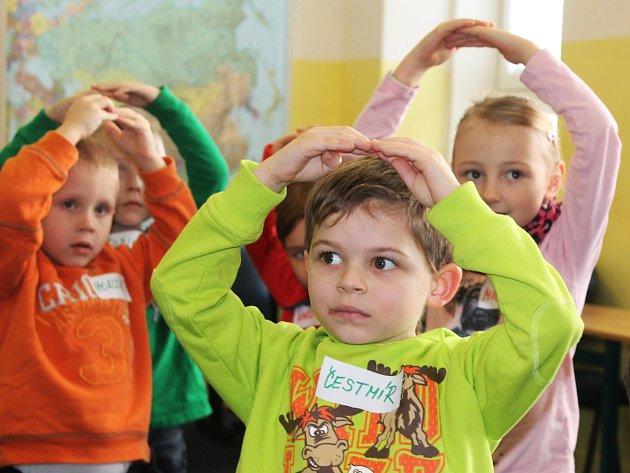 V úterý se budoucí prvňáčci vyškovské Základní školy Morávkova seznamovali s tím, co je od září čeká. Naučili se i anglickou písničku.
