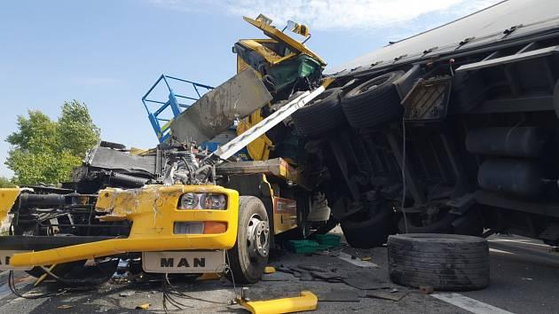 Hromadná dopravní nehoda na dálnici D1 u Holubic na Vyškovsku.