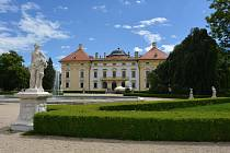 Kulturní léto v zámeckém parku ve Slavkově u Brna začíná 3. července.