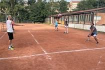 Volejbalisté Sokola Bučovice zahájili letní přípravu na kurtech Spojů Brno.