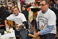 Kytary, baskytary, flétny, kontrabasy, bubny, valchy i vozembouch. Když se Hanácký statek ve vyškovském zooparku začne plnit rozmanitými nástroji a jejich majiteli, je jasné, že nastává další ročník Novoroční stodoly, tedy setkání amatérských muzikantů a