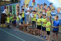 Děti mohly závodit a podávat svoje výkony v běhu na 60 metrů, skoku do dálky, hodu tenisovým a kriketovým míčkem nebo vrhu plným míčem.
