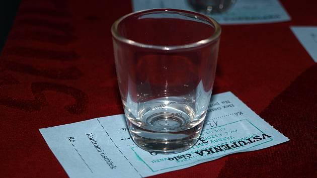 Osmnáctý ročník koštu slivovic připravili pořadatelé ve Váženech. Nabídli 142 vzorků.